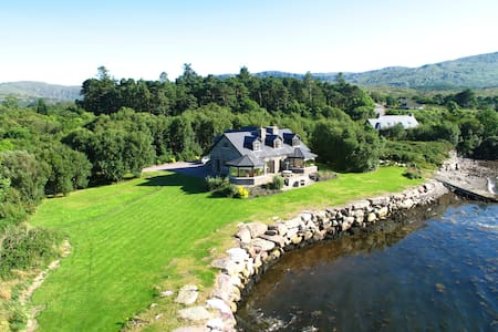 This wonderful family home is located on the shores of Kenmare Bay and offers incredible seaviews along with direct access to the water.  Only a 5 minute drive from Kenmare town.  Local pub serving food only 200 meters away.
