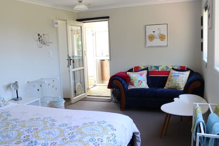 Private room with Kitchen & Shower! - Brixton - Bed & Breakfast