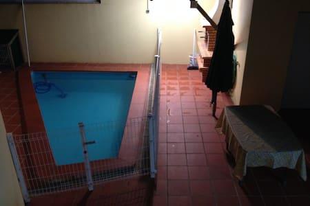 Moradia c/ piscina, para férias. - Hus