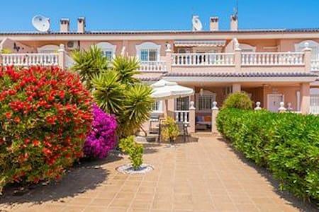HOUSE 2 BED, 2 BATH SLEEPS 4. WIFI. - Gran Alacant - Casa