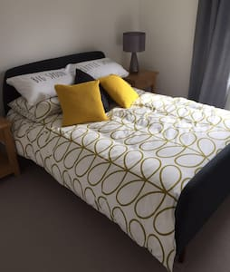 Double room in end of terrace house - Royal Tunbridge Wells - Radhus