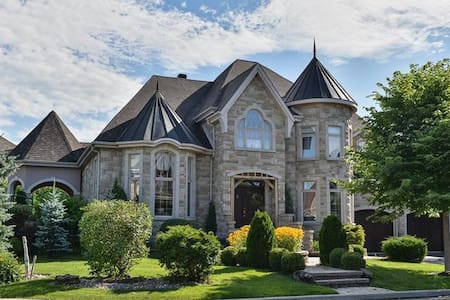 Luxurious House 20 minutes from Downtown Montreal - Ház