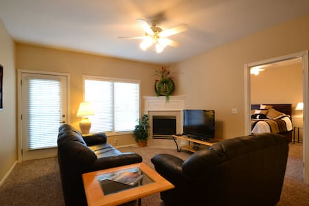 2 Bedroom 2 Bath Condo in Waukee/West Des Moines - Apartament