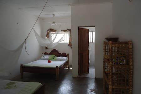 SIMON HOUSE JAMBIANI (a nice double bed room 2) - Jambiani - Oda + Kahvaltı