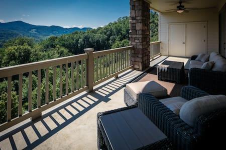 Vista View w/Luxury Amenities and Central Location - Banner Elk - Condominium