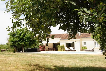 Luxury Villa with pool near Cognac - Maison