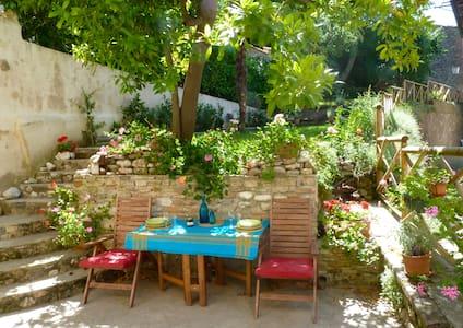 Stunning town villa + pretty garden - Amandola - Huvila