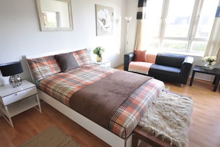Nice room for 2 Old Street (NWL1)