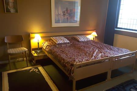Dobbeltværelse i retrostil - Grenaa - Apartamento