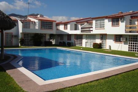 Acapulco Diamante Casa 5 pax. Acceso a la playa. - Hus