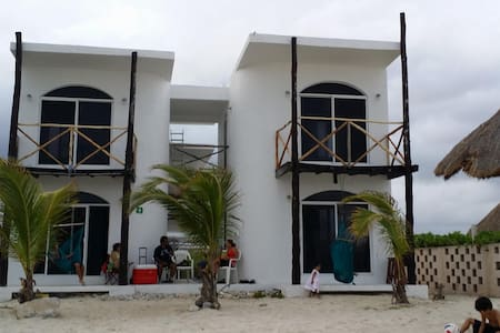 Casa Kayab... Eco Guest House Room 1 in Puerto M. - Hus