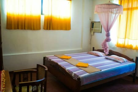Big room, 5 min walk to city centre - Ratnapura