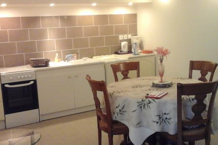 Apparte privé  dans maison au coeur du Beaujolais - Sarcey - Apartment