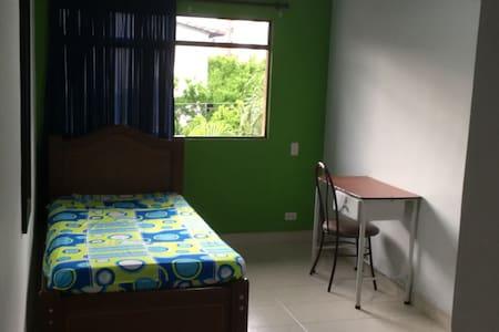 Cuarto con baño privado Barrio Laureles - Medellín - Ház