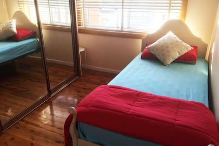 Single Room near train in Sydney, Blacktown, wifi - Haus