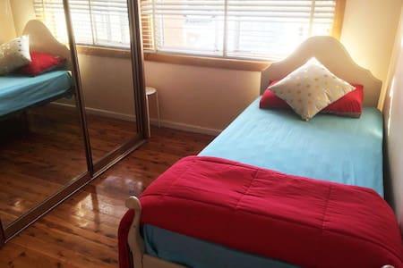 Single Room near train in Sydney, Blacktown, wifi - Ev