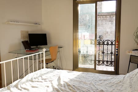 Sunny double room in Gótic (Highest floor) - Barcelona - Wohnung