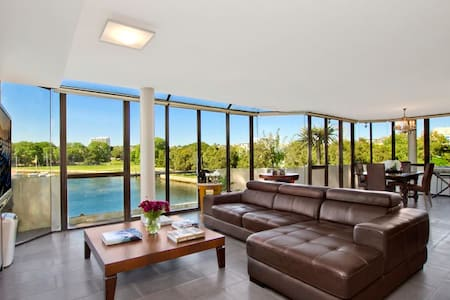 EXCLUSIVE WATERFRONT APARTMENT IN ELIZABETH BAY - Apartment