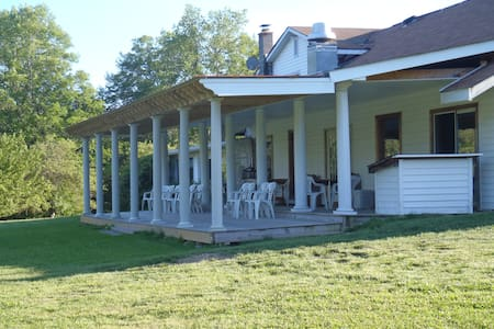 Old Mill Woods Bed and Breakfast - Columbia Cross Roads - Bed & Breakfast