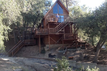 Treehouse: secluded, charming cabin - Idyllwild-Pine Cove - 独立屋