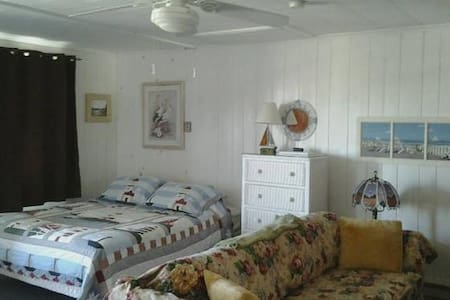 Studio at Beach w/ Towels, Linens & Bedding incl. - North Truro - Apartamento