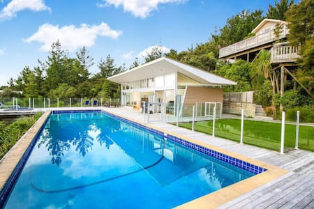 Modern, luxury and sun filled 2 bedroom Cabana! - Whangaparaoa - Hus