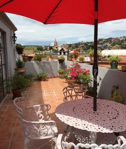 Cozy Apartment with an Amazing view of Town - Appartamento