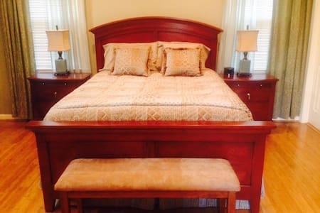 Elegant Private Master Bedroom - Berwyn Heights - House