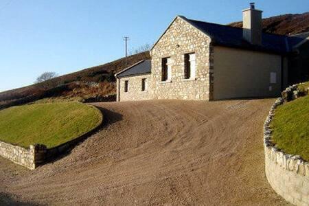 Warm spacious family friendly home beautiful views - Horn Head - House
