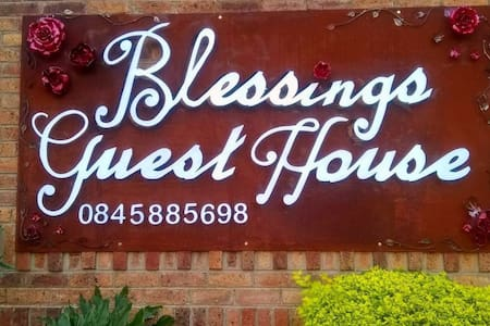 Blessings Guest House - Bed & Breakfast
