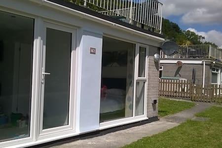 Fabulous villa in beachside resort - Millendreath