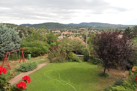 Room in a house with fantastic view - Pomáz - Bed & Breakfast