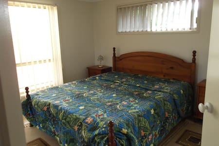 Master Bedroom/Bath/Quiet (Last minute booking ok) - Pelican Waters - House