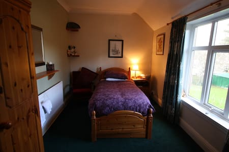 Comfy single room in leafy suburb - Wolverhampton - House