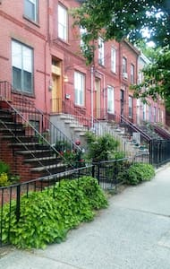 Minutes to NYC-Washer-Dryer-Private Yard - Jersey City - House