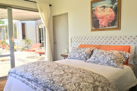 Apple BnB    The Garden Room - Bed & Breakfast