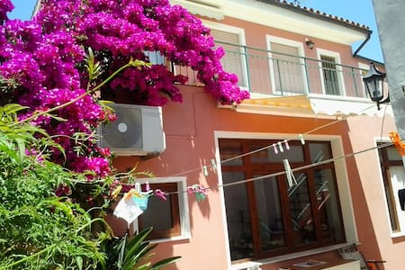 Sunny apartment with large terrace - San Vito