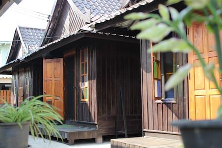 KTT Homestay by Kae-Tik-Ta Hut # 02 - Tambon Thani - Hut