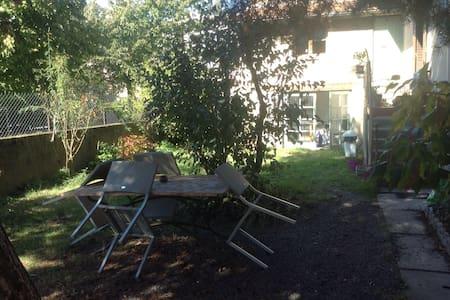 Charmante petite maison de ville avec jardin - Roanne