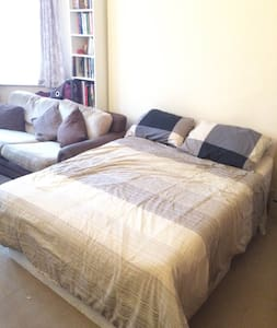 Bedroom with living room in Hammersmith! - Apartment