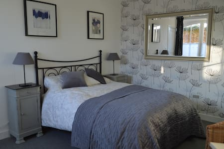 B&B Cordes-sur-Ciel with garden and easy parking - Cordes-sur-Ciel - Bed & Breakfast
