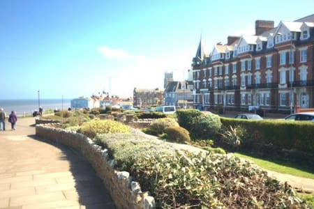 Ground floor apartment with uninterrupted sea view - Cromer