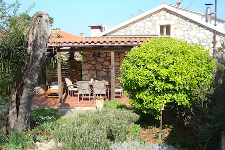 Lovely stone cottage in Pula area - Maison