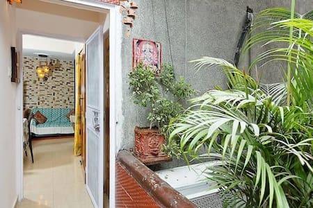 Welcome Apartment Home 2BHK - Nueva Delhi - Bed & Breakfast