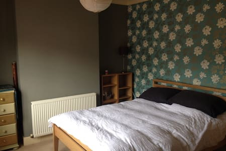 Kingsize spacious room in character house Kingsley - House