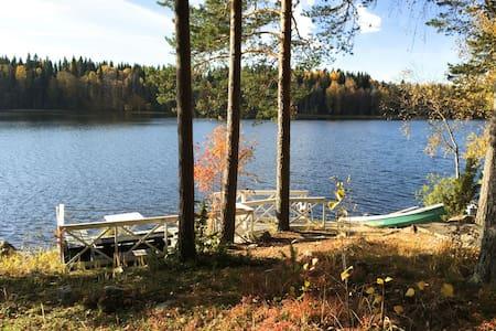 Log cottage on forested sunny plot! - Hämeenlinna - Cabaña