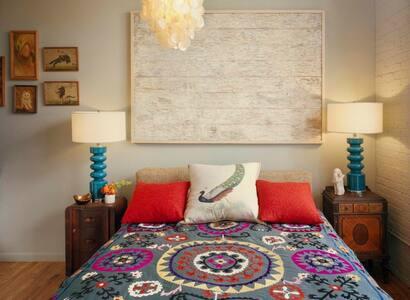Sleek & stylish Art Deco apartment - Daire