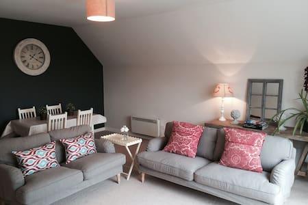 Contemporary house, fabulous views - Casa