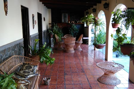 Spanish style house, breakfast inc. - San Rafael de Escazu - Huis