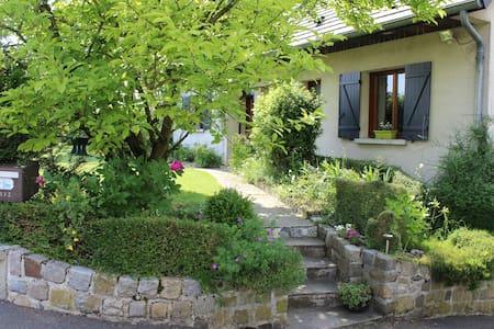 Centre village, jardin, terasse, 2 chambres - Hus